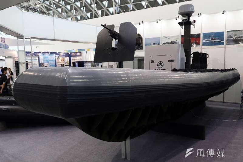 20180927_高雄海事國防工業展,以高品質突擊艇、橡皮艇行銷國內海巡單位,並且外銷東南亞國家執法單位的罡閔企業,在展場展示自家產品。(蘇仲泓攝)