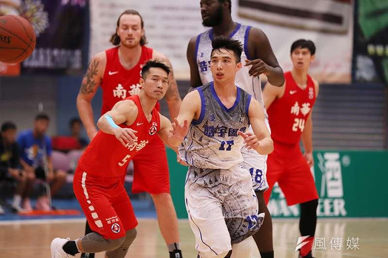 大學畢業之後便挑戰大陸NBL的李漢昇,這次也趁著回台灣的機會加入皓宇國際出戰觀護盃,用經驗來指導年輕的學弟們。(記者余柏翰攝)