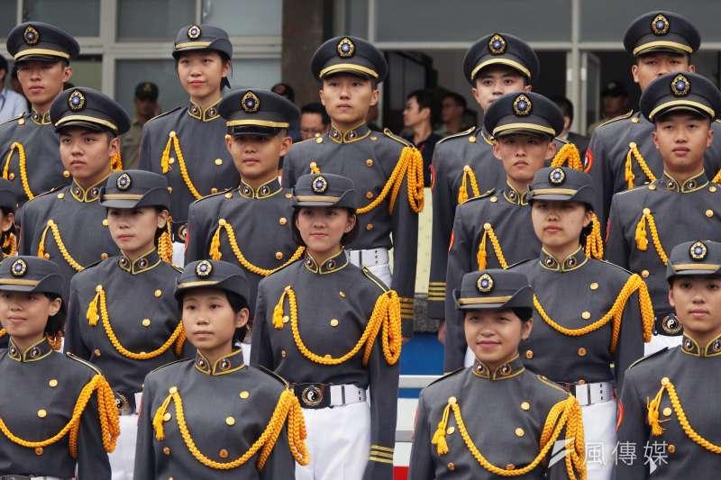 20180928-國慶大會國軍參演部隊28日舉行總預校,由國防大學各學院學生組成的合唱團帶來國歌領唱。(蘇仲泓攝)