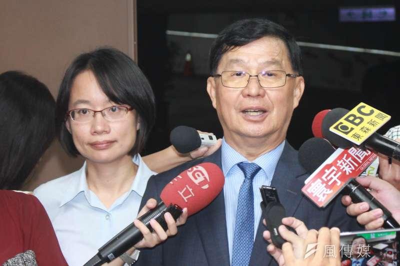 北農總經理吳音寧(左)與北農新任董事長彭振聲(右)28日接受媒體訪問。(方炳超攝)