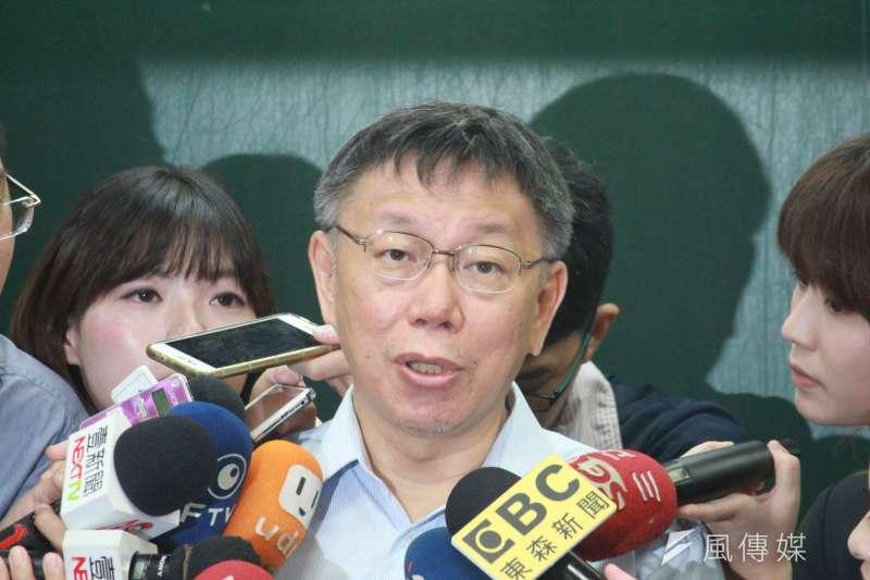 《屠殺》一書作者伊森˙葛特曼指控台北市長柯文哲,曾至中國教導葉克膜技術,最後導致活摘器官移植,此一指控讓柯文哲怒斥「選戰不需要打得這麼低級」。(資料照,方炳超攝)