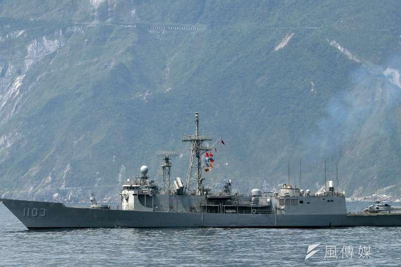 圖為我國正執行演訓任務的成功級「鄭和」軍艦。(蘇仲泓攝)