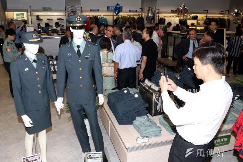 2018年10月2日國防部風光宣布國軍服裝供售站開幕,現在卻傳出廠商出現重大履約缺失仍得「自動延長」合約等問題。(蘇仲泓攝)