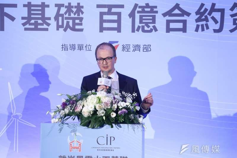 20181002-離岸風電水下基礎合約簽署記者會,圖為CIP台灣區執行長侯奕愷ˊ於台上致詞。(陳品佑攝)