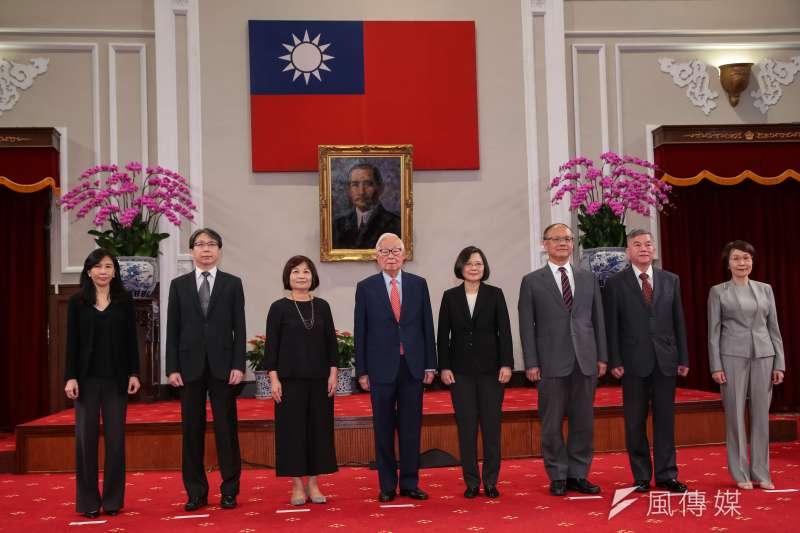20181003-總統蔡英文3日召開記者會,宣布由前台積電董事長張忠謀為今年APEC領袖代表。(顏麟宇攝)