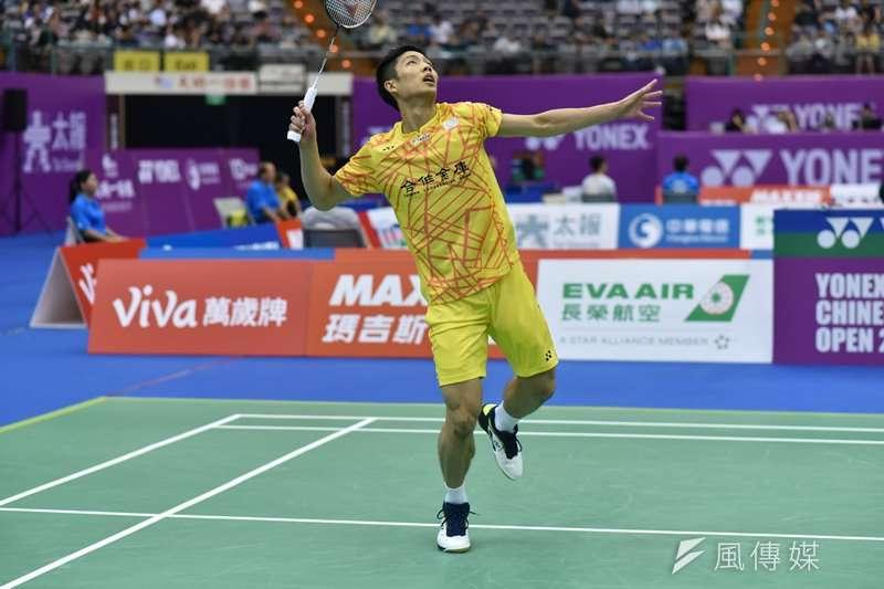 我國男子羽球選手周天成,在福州公開賽以直落二的成績擊敗馬來西亞好手劉國倫,晉級4強。(王永志攝)
