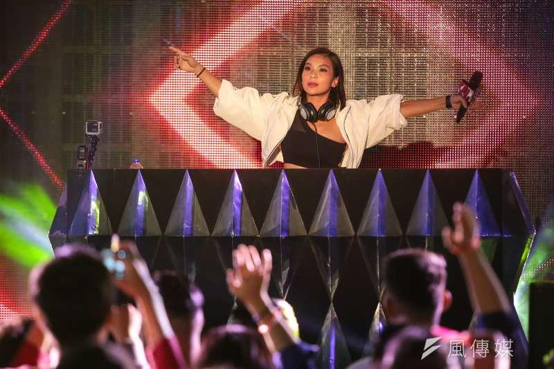 20181006-侯友宜市民總部6日舉行「最硬電音趴」,並邀請2017世界百大女DJ Cookie 至現場演出。(顏麟宇攝)