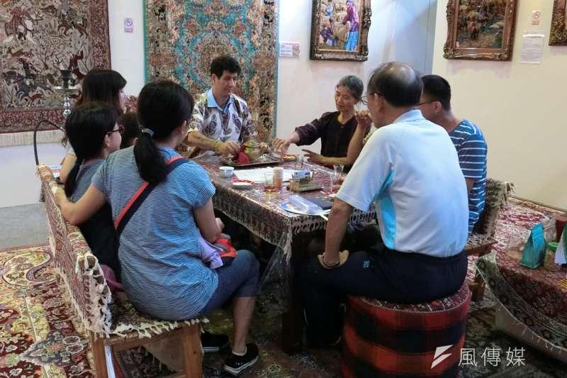 「南投世界茶業博覽會」在中興新村開幕,民眾不妨趁假日到南投一遊品茗買好茶。(圖/王秀禾攝)