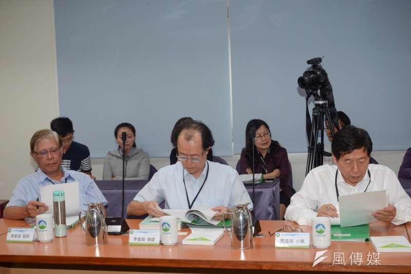 20181008-中油觀塘案環評大會,三名出席的民間委員。(甘岱民攝)