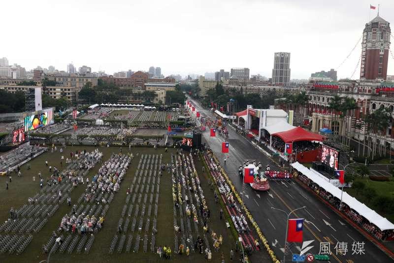 20181010-107年國慶,大會一景。圖為表演結束前,座位上已經寥寥無幾。(蘇仲泓攝)