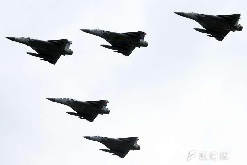 20181010-107年國慶,大會一景。圖為表演結束前,幻象戰機5機衝場畫下句點。(蘇仲泓攝)