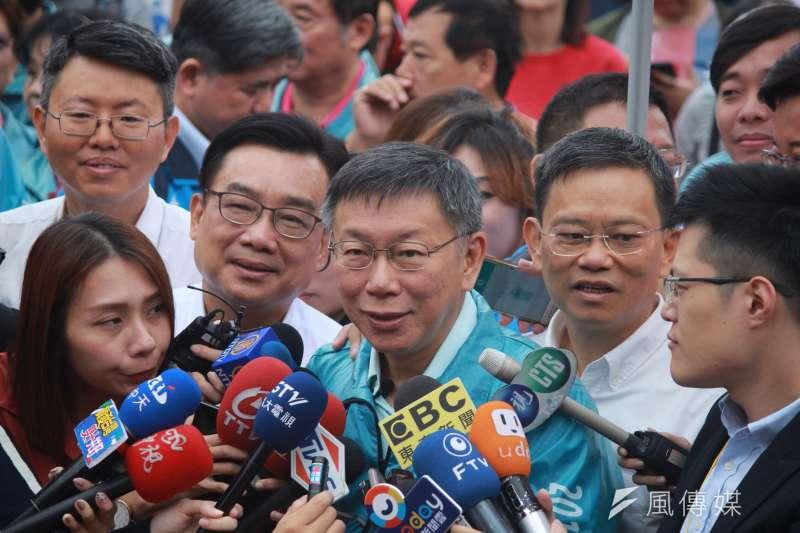 20181010-台北市政府10日上午在府前廣場舉行國慶升旗典禮,台北市長柯文哲出席並受訪。(方炳超攝)