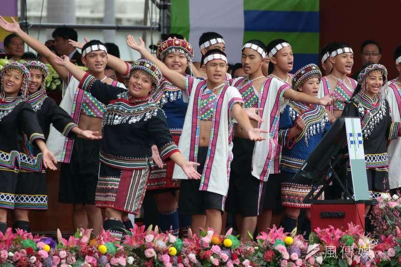 20181010- 2018年中華民國國慶大典10日上午於總統府前舉行,國慶禮讚由南投縣民和國中濁岸合唱團也以三部合音美聲,讓世界聽見台灣本土的聲音。(顏麟宇攝)