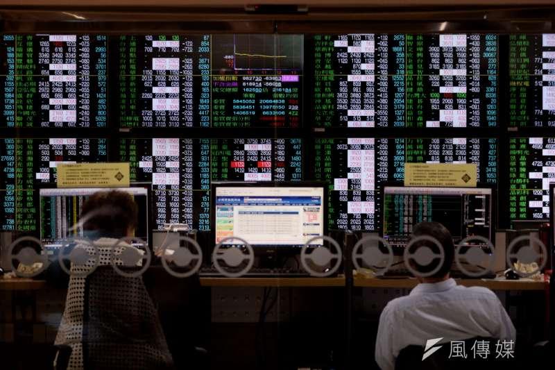 受美股影響,台股11日大跌。(甘岱民攝)