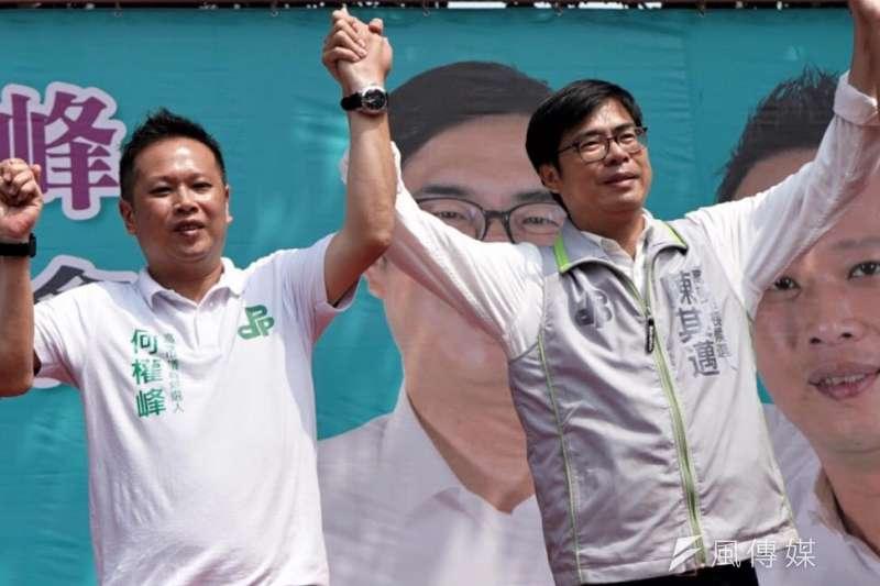 民進黨高雄市長候選人陳其邁(右)意外與國民黨空降候選人韓國瑜陷入五五波的拉鋸。(圖/徐炳文攝)