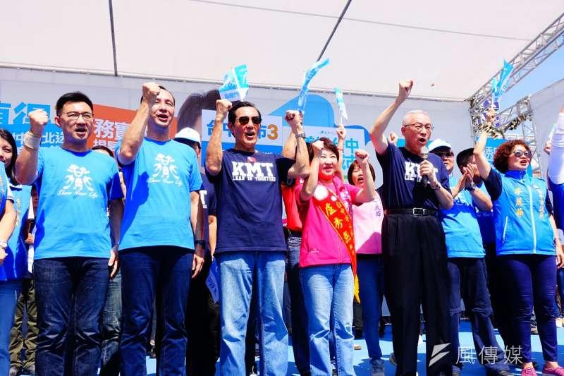 20181014-國民黨台中市長參選人盧秀燕(左4)競選總部14日成立,前總統馬英九(左3)、國民黨主席吳敦義(右2)、新北市長朱立倫(左2)等均到場力挺。(羅暐智攝)