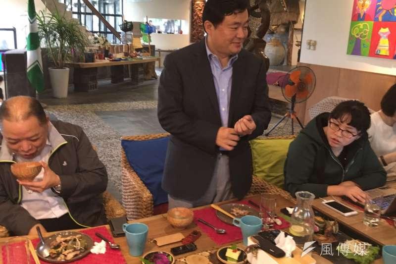 20181017-民進黨20日將在高雄舉辦喜樂島「反併吞」大會,圖為民進黨秘書長洪耀福。(顏振凱攝)