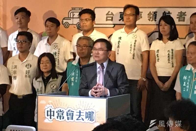 民進黨行動中常會17日來到台東,台東縣長候選人劉櫂豪在會中以「台東夢的推手」為主題報告。(顏振凱攝)