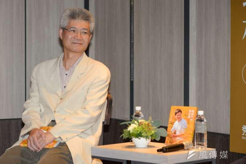 20181017-《鏡頭外的林佳龍》新書台北首發記者會,中正大學電訊傳播研究所副教授胡元輝。(甘岱民攝)
