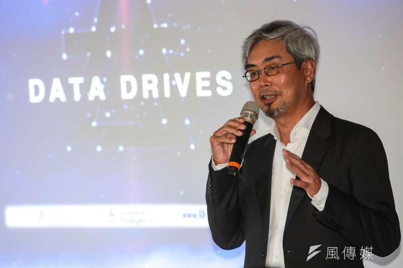 風傳媒董事長張果軍19日出席「DATA DRIVES 汽車產業數據產品發表會」時表示,透過跨平台合作,導入AI人工智慧的大數據分析,可協助企業主解決行銷問題,找到真正潛在的購買者,提升網路廣告的轉換成功率。(顏麟宇攝)
