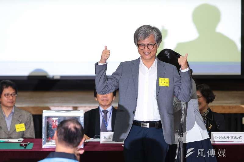 20181019-台北市長參選人吳萼洋19日至台北市選委會抽選舉號次,抽中1號。(顏麟宇攝)