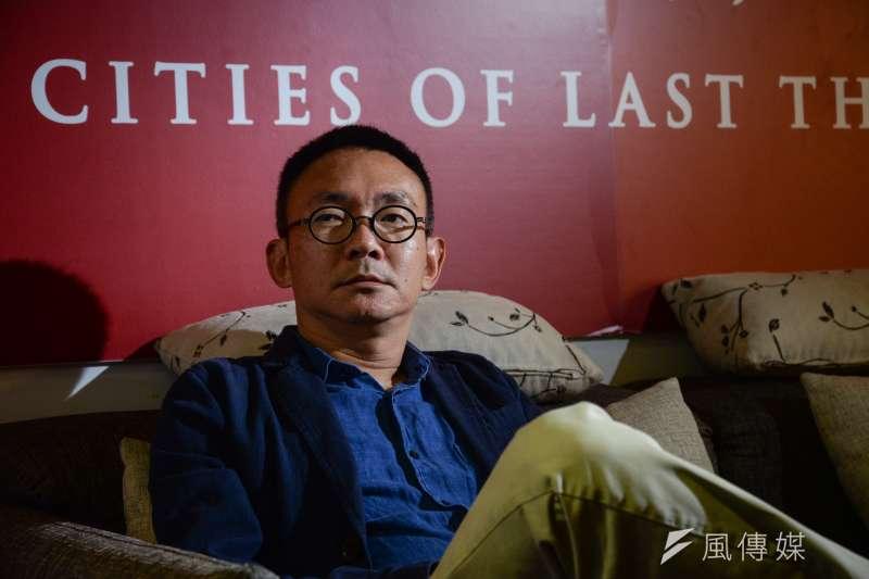 睽違8年,交出第二部長片作品《幸福城市》後,導演何蔚庭找到了創作的依歸,心中的歸屬,卻仍懸在空中。(甘岱民攝)(甘岱民攝)