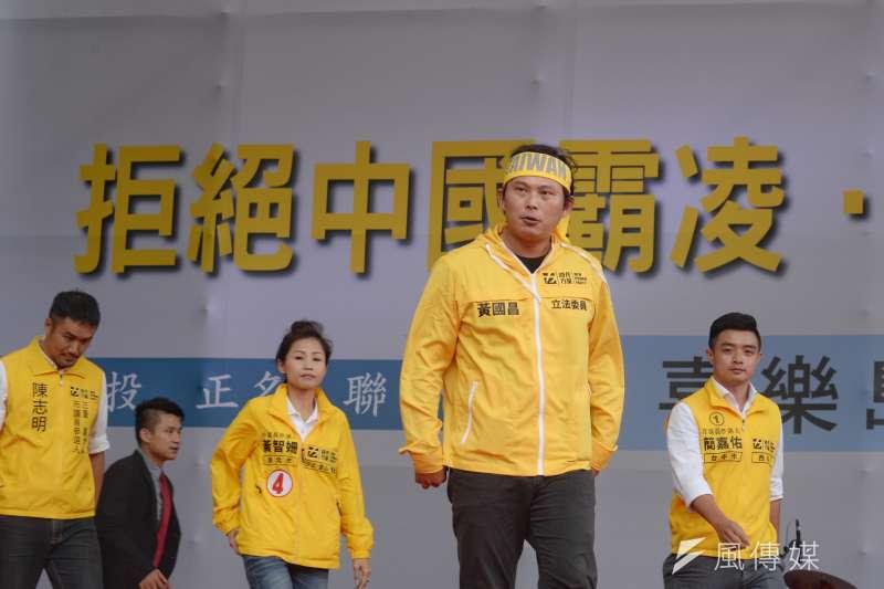 20181020-喜樂島聯盟今(20)日在台北舉行「全民公投反併吞」活動,時代力量黨主席黃國昌到場參加。(甘岱民攝)