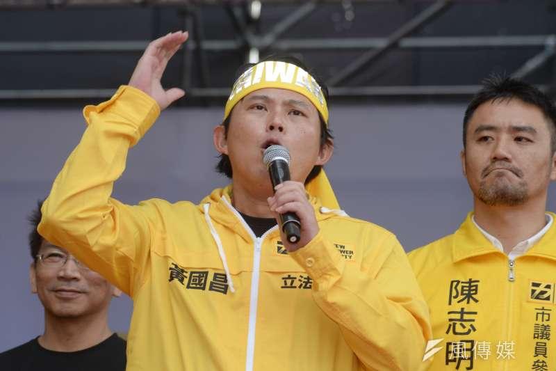 喜樂島聯盟今(20)日在台北舉行「全民公投反併吞」活動,時代力量黨主席黃國昌到場參加。(甘岱民攝)