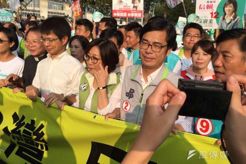 民進黨20日舉辦高雄反併吞大遊行,高雄市長候選人陳其邁呼籲支持者用選票顧高雄、挺台灣。(顏振凱攝)