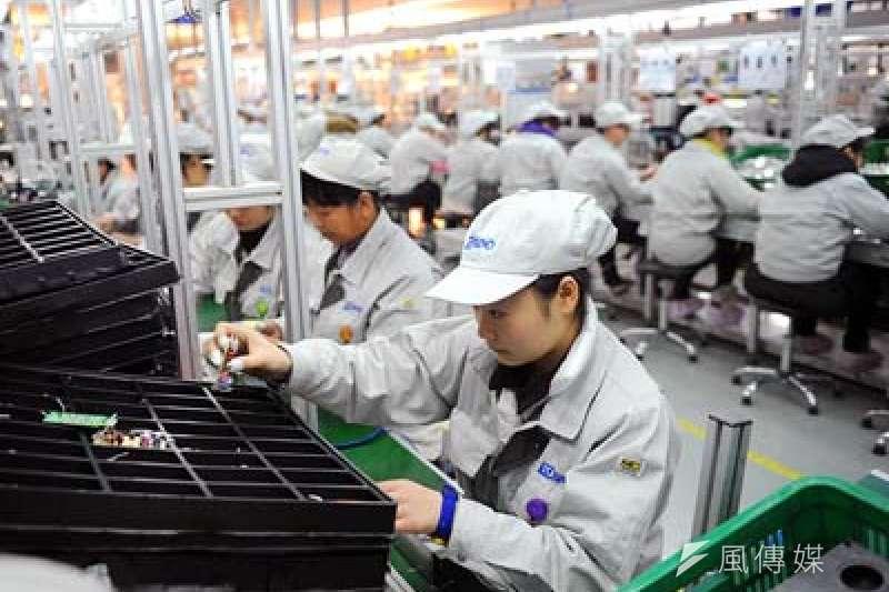 以電子、光學、機械等產業為主的台商,大舉回台投資,意在避開美方對中國加徵的高額關稅(圖片來源:富拉凱投資銀行)