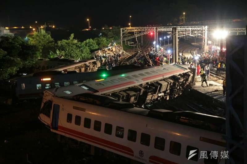 普悠瑪10月21日在蘇澳新馬車站翻覆,其中罹難5人因未滿15歲,而領不到理賠金。(資料照,顏麟宇攝)