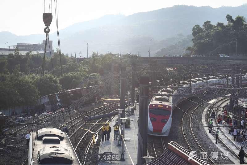 台鐵普悠瑪列車去年在宜蘭出軌翻覆,造成18人罹難、200多人受傷。(資料照,陳品佑攝)