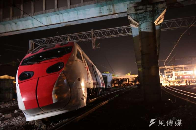 台鐵普悠瑪翻車事故,宜蘭蘇澳新馬車站,車尾第一節車廂。(顏麟宇攝)