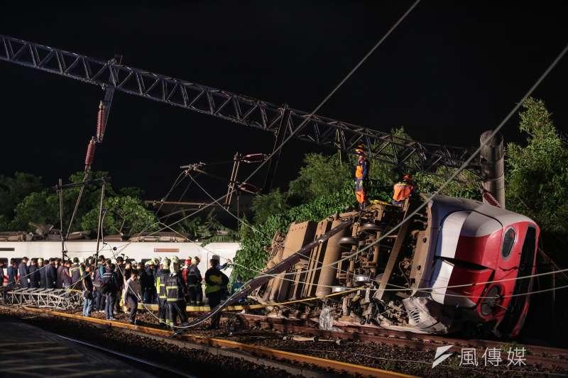 台鐵普悠瑪6432次列車21日下午發生出軌翻覆意外,造成18死、逾百人受傷的悲劇。司機員與調度員的完整通聯紀錄25日曝光。(資料照,顏麟宇攝)