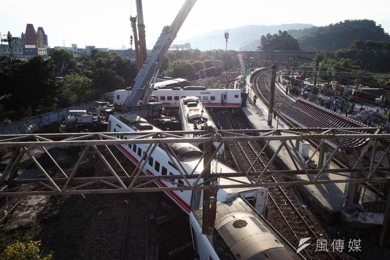 20181022-台鐵普悠瑪列車21日下午在宜蘭縣蘇澳鎮發生翻覆出軌意外,造成多人傷亡。(陳品佑攝)