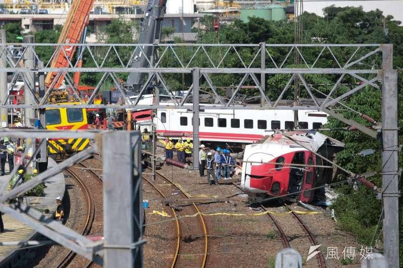 20181022-台鐵普悠瑪列車10月21日下午在宜蘭縣蘇澳鎮發生翻覆出軌意外,造成重大傷亡。圖為事故現場新馬車站。(顏麟宇攝)