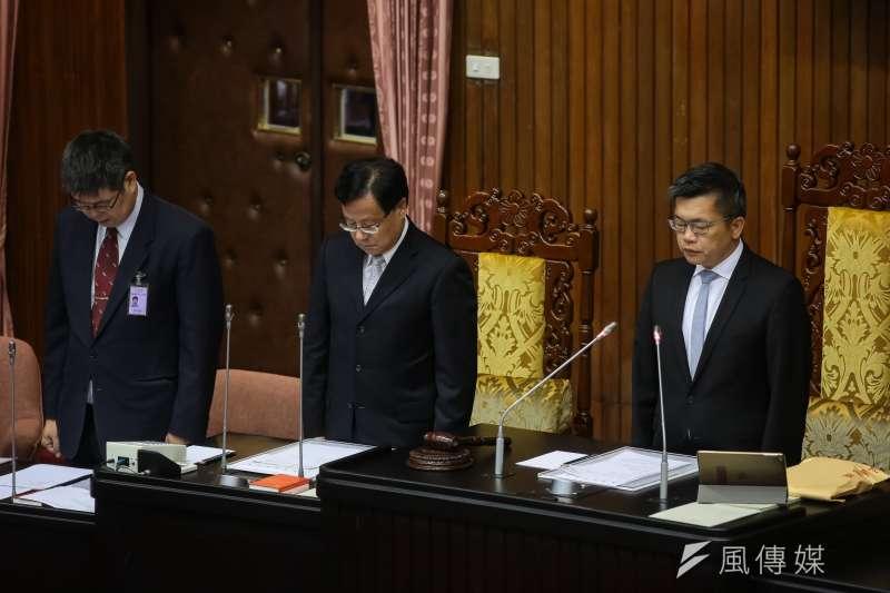 20181023-立法院副院長蔡其昌23日於院會開始前針對普悠瑪翻車事件默哀一分鐘。(顏麟宇攝)