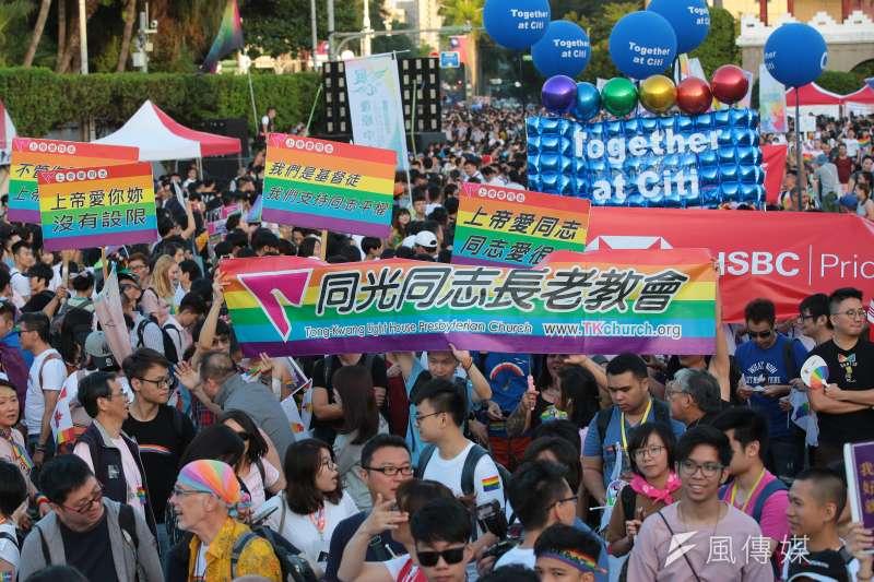 過了好幾年後我接觸到跨性別、同志的資訊,我才知道,別人跟自己都無須把「男生很娘」當成問題,男生很娘沒有關係。而且,如果他不想當個男生,也沒有關係。(圖/台灣同志遊行,同光同志長老教會|顏麟宇攝)