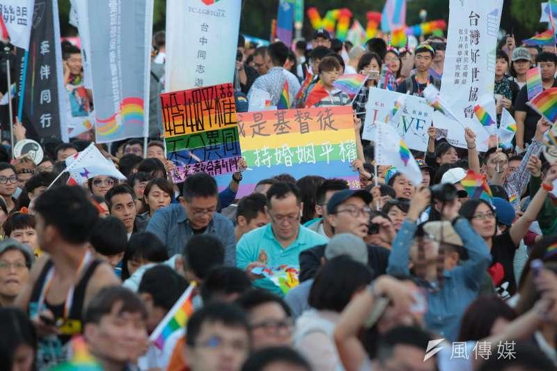 20181027-2018台灣同志遊行,長老教會青年陣線舉著「婚姻平權,不分異同」標語。(顏麟宇攝)