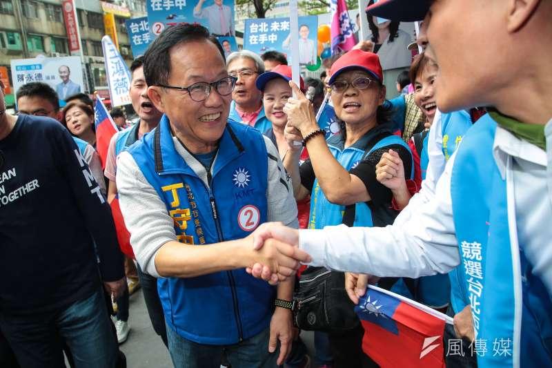 國民黨台北市長候選人丁守中(見圖)30日在黨籍市議員候選人、里長的陪同下,於松山信義區掃街拜票。(顏麟宇攝)