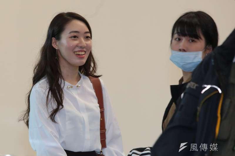 高雄市長韓國瑜王律涵(右)在韓國瑜打贏選戰後形同「人間蒸發」,圖左為小編許右萱。(資料照,顏麟宇攝)