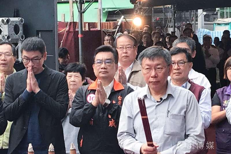 台北市長選舉電視辯論將於11月10日登場。台北市長柯文哲31日表示,辯論還是要模擬,就把它當作準備考試一樣,給他2、3天時間把資料讀一讀準備一下。(方炳超攝)