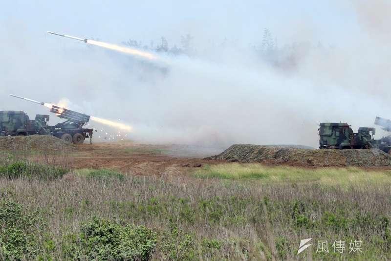 去年在澎湖進行的漢光演習,雷霆2000對海面目標攻擊。(蘇仲泓攝)