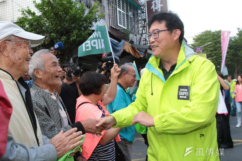 民進黨台北市長候選人姚文智(見圖)3日會同中山大同區市議員候選人舉行「Skyline手牽手」活動,市議員候選人致詞時以「柯黑」自居,力催綠營基本盤選票。(顏麟宇攝)