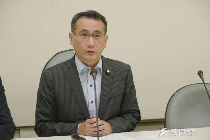 不滿挺韓群眾唱軍歌,立委鄭運鵬8日在臉書重砲批評。9日早上才刪文。(資料照,甘岱民攝)