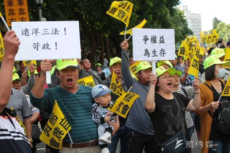 作者說,持平而論台灣漁業會落得今日下場,責任並非全在漁民或船東身上,漁政機關長期寬鬆不當的執法又習慣硬ㄠ同樣有責任。(資料照,顏麟宇攝)