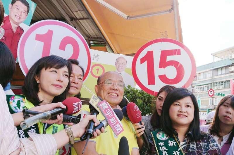 民進黨新北市長候選人蘇貞昌6日至三重區幸福市場掃街,再次呼籲國民黨候選人侯友宜同意舉行辯論。(蘇貞昌辦公室提供)