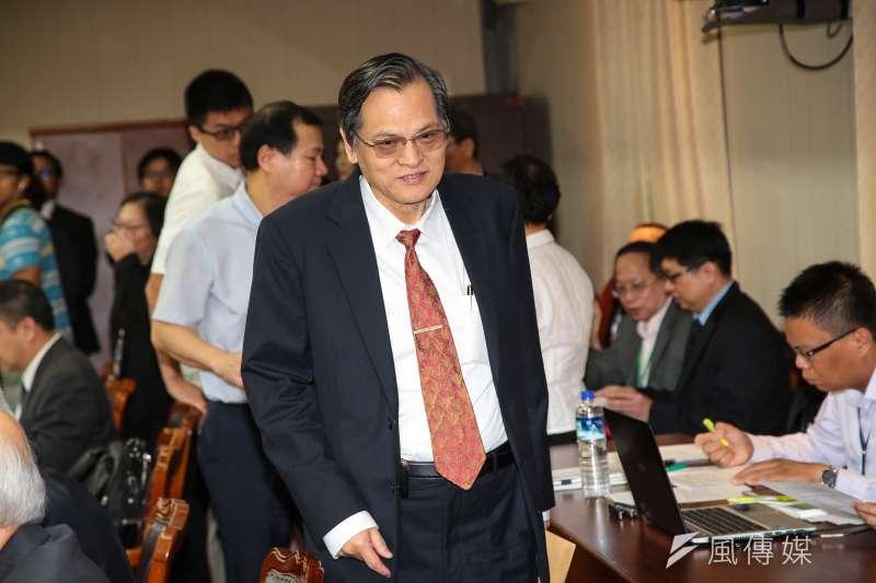 香港作家梁文道投書報紙,表示他日前從台灣寄書回香港,書籍竟遭到快遞公司「順豐速運」審查,有3本遭到拒送。陸委會今(15)日表示,政府反對任何形式的政治思想檢查。圖為陸委會主委陳明通。(顏麟宇攝)