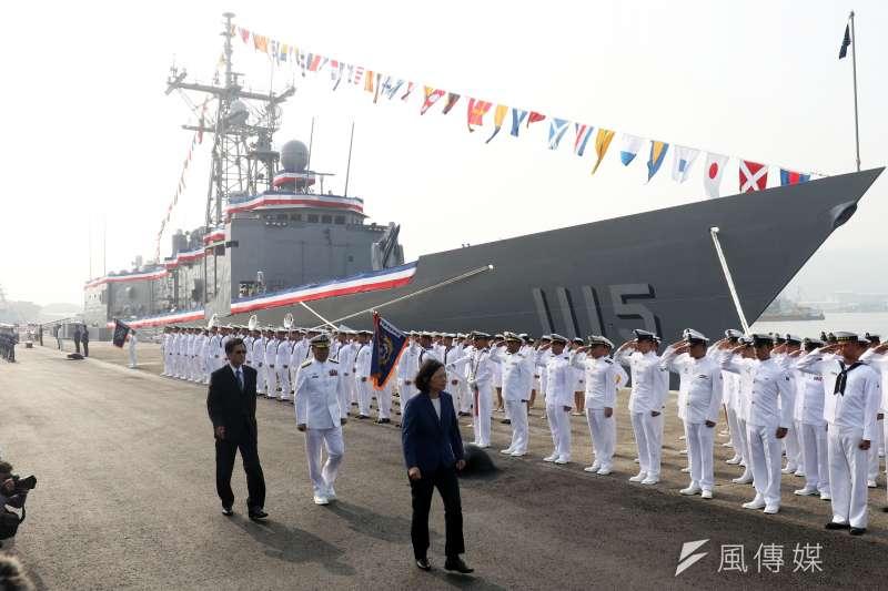 20181108-美國售台的海軍兩艘派里級巡防艦「逢甲」(PFG-1115)和「銘傳」(PFG-1112)軍艦8日上午在高雄左營舉行成軍典禮,由總統蔡英文主持。(蘇仲泓攝)