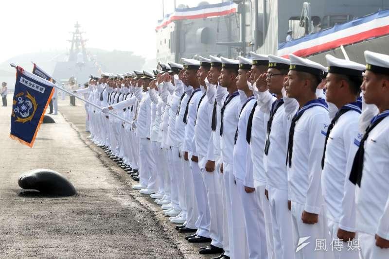 《海軍小百科》系列專題影片今日首播,介紹水兵服上「藍色披肩」的由來。(資料照,蘇仲泓攝)